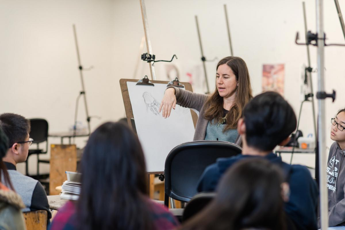 Master Teaching Artist Malaika Latty explains the anatomy of the human hand and demonstrates how to draw the hand from observation in Intermediate Drawing & Painting class.