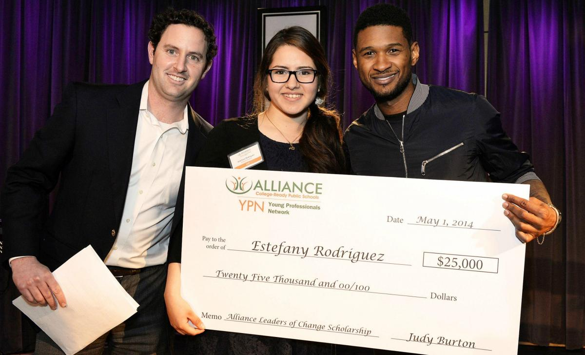 Alliance Young Professionals Network Leaders of Change Scholarship Award Estefany Rodriquez (Ryman '14) (center)