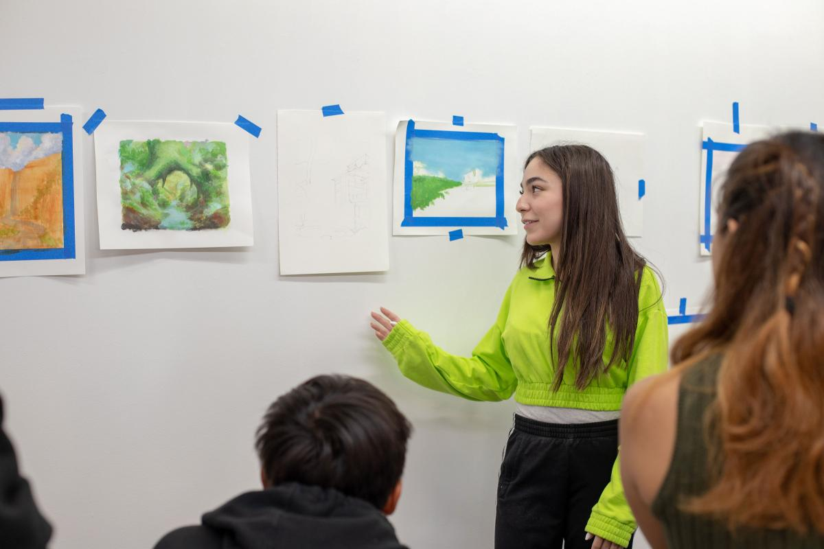 Ryman Arts artist Katya Leal (Ryman '19) discusses her art work during a group critique session